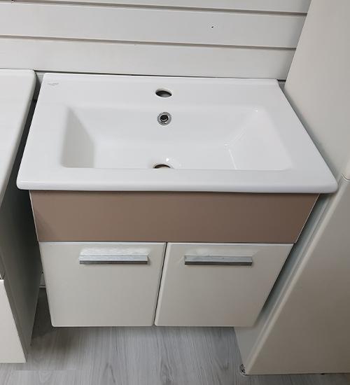 ПВЦ висящ шкаф за баня с мивка 55 см капучино
